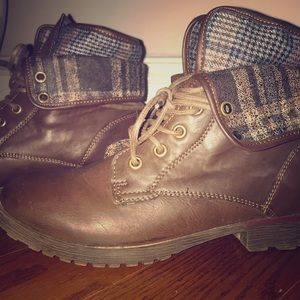 Shoes - Brown Low-Heel Combat Ankle Boots